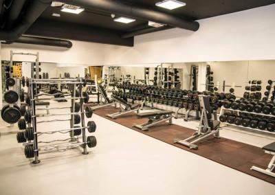 športni-pod-v-fitnes-studiju-Fit-Floor